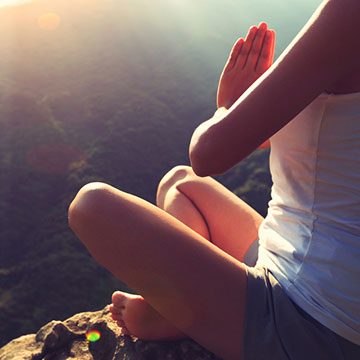 身体がなまってる…と感じたらコレ!ヨガの太陽礼拝で運動不足の解消に♡