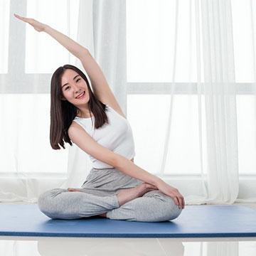 在宅勤務で座りっぱなしが辛い…!腰痛改善が期待できるヨガポーズ3選