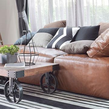 クールな空間に。レザーソファの選び方とお手入れ方法