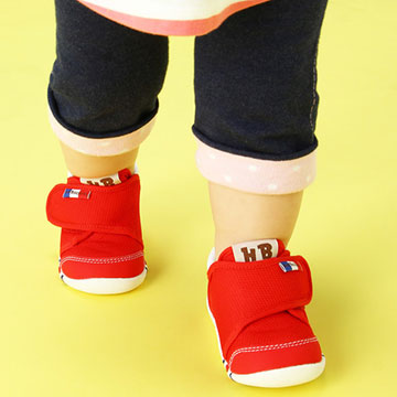 はじめての靴はどんなものが良い?赤ちゃんにおすすめのファーストシューズ5選