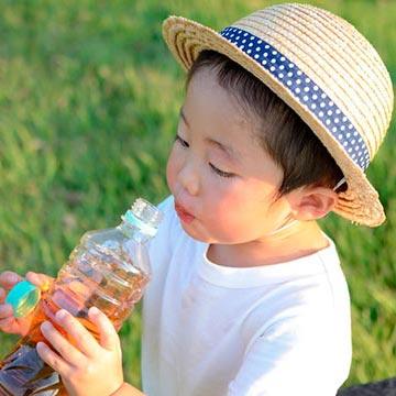 熱中症シーズンに実は起きやすい!水分の摂りすぎで起こるトラブルって?