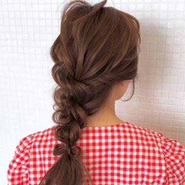 夏らしいヘアアレンジ方法が知りたい!涼やかに魅せるまとめ髪特集