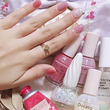 普通のピンクじゃ物足らない!くすみピンクネイルで作る、大人ネイル♡