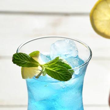 【浮気度診断】バーで1人で飲むなら、どんな色のカクテルにする?