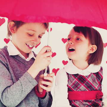 【恋の慎重度数診断】急な雨!隣に傘を持ってない片思いの相手が…どうする?