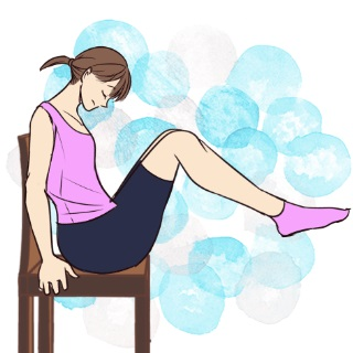 寝る前5分でできる!イスに座りながらお腹やせ「脚上げ腹筋」
