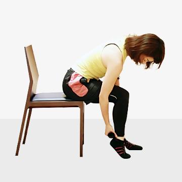 寝転がったままでOK◎コロコロローラーで太ももの引き締めストレッチ