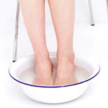 自宅で簡単にできる足湯をしながら耳ツボダイエット