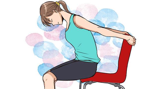 椅子に座ったままできるバストアップエクササイズ!胸のストレッチのやり方