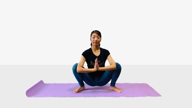 股関節を柔らかくして基礎代謝を上げて痩せやすい体質作り《床を使ってM字開脚》