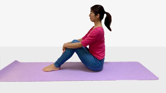 体育座り方で筋肉を鍛えて体幹を安定させるトレーニング①