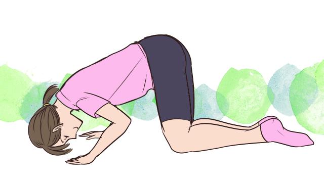 寝る前ちょこっと運動!胸の形を整える「膝曲げ腕立て」