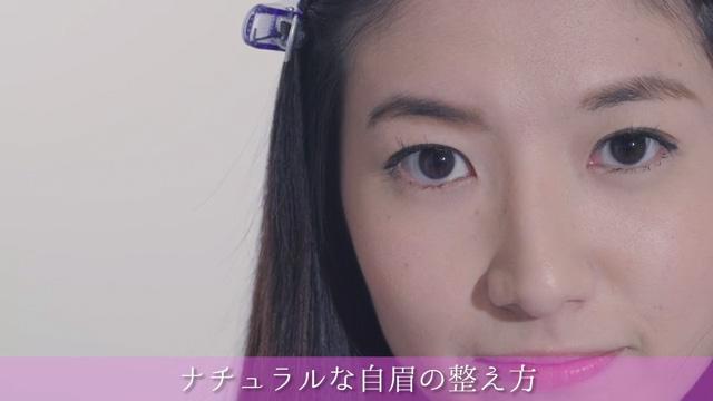 眉メイクきれいに決まる!ナチュラル感を大切に「自眉を整え方」