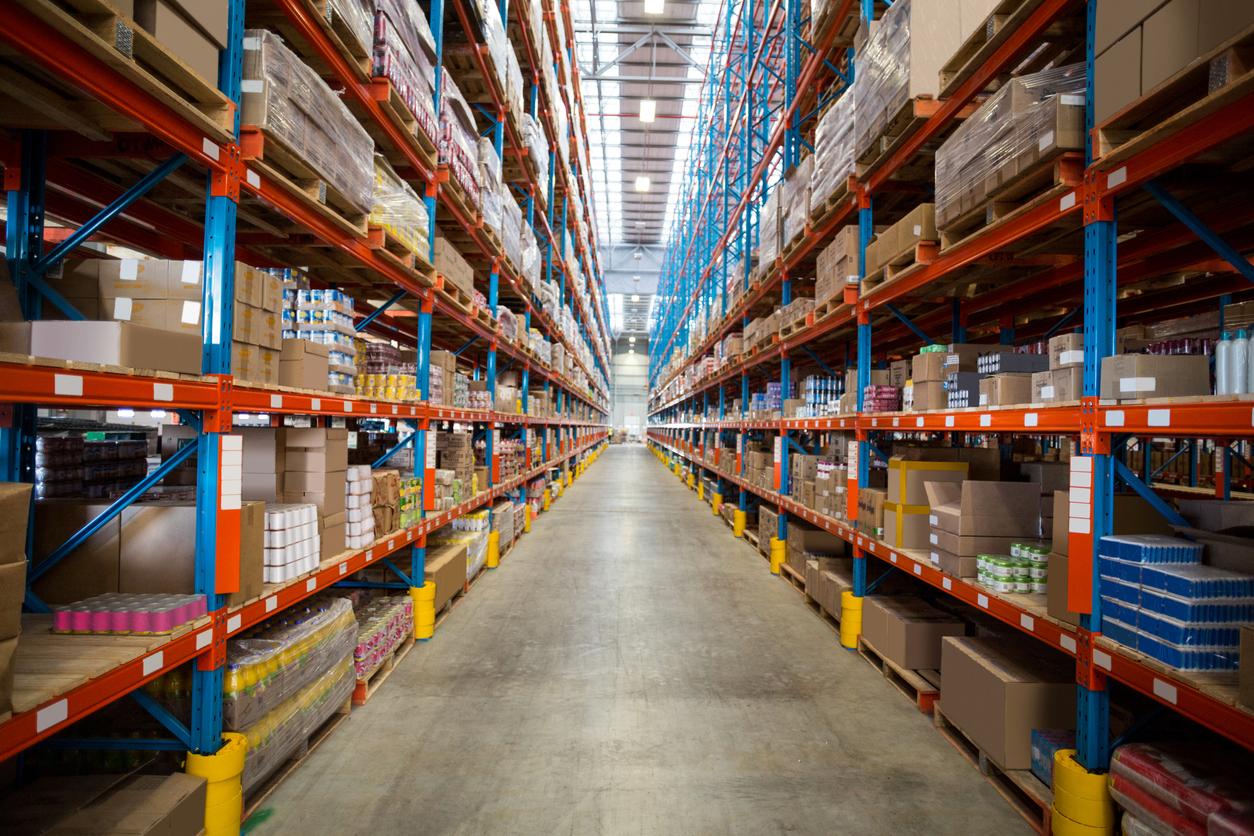 【業界分析:宅配便】アマゾンの物流センターと配送網の構築。変化する物流業界