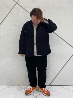 熊本COCOSA店のkazukiさんのLeeの【ユニセックス】ミニロゴ刺繍 クルーネックスウェットを使ったコーディネート