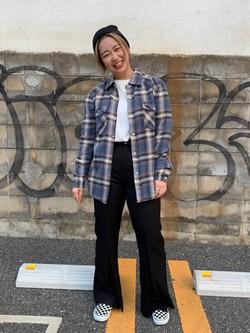 Lee アミュプラザ博多店のたまちゃんさんのLeeの【柔らかく揺れる】プリーツ フレアーパンツを使ったコーディネート