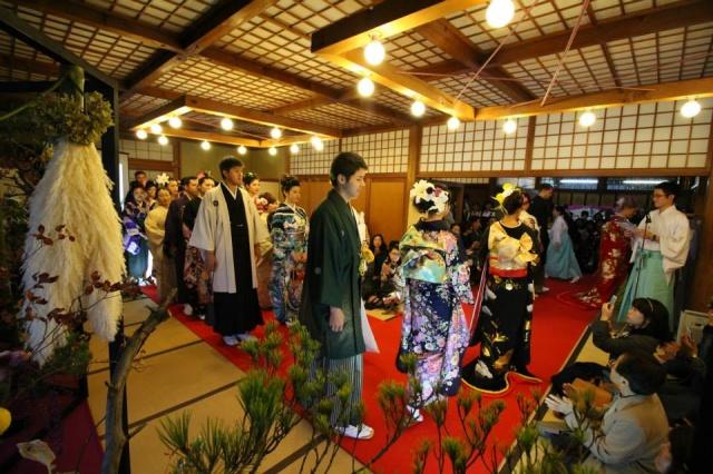 神社でファッションショーやります。