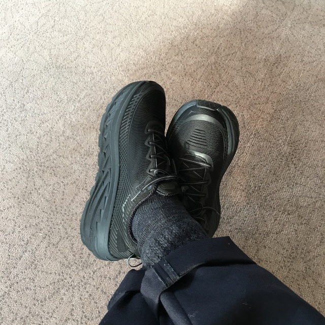 最近の黒い足元