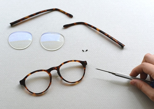 眼鏡を分解し、ご自分でキレイにお掃除しましょう!