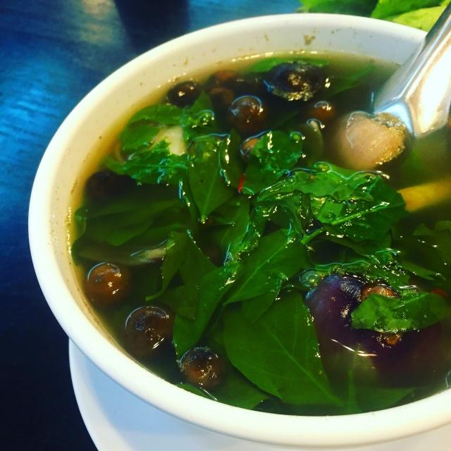 雨季の始めに採れるツチグリのスープ