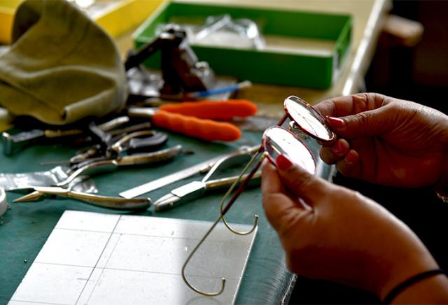 買い手が、作り手の一端を担うビスポーク眼鏡の魅力