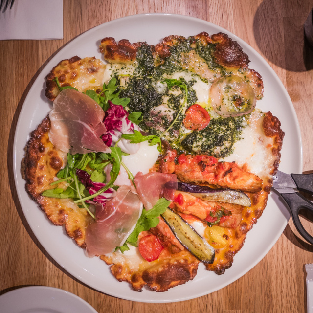 明日OPENする「渋谷ストリーム」のピザ店は、ナイフとフォークで食べるゴージャス料理で大満足!