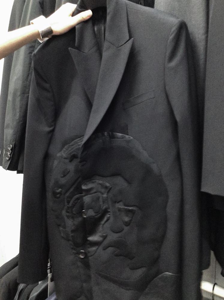 元祖・自撮り女王、シンディ・シャーマンが服にバッグに!