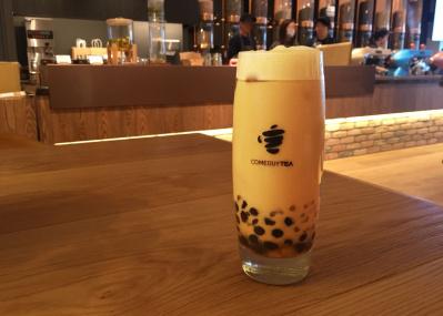 人気のタピオカミルクティーもひと味違う! 蒸気圧でお茶を淹れるスタイリッシュなティー専門店、「カムバイティー」が日本初上陸。