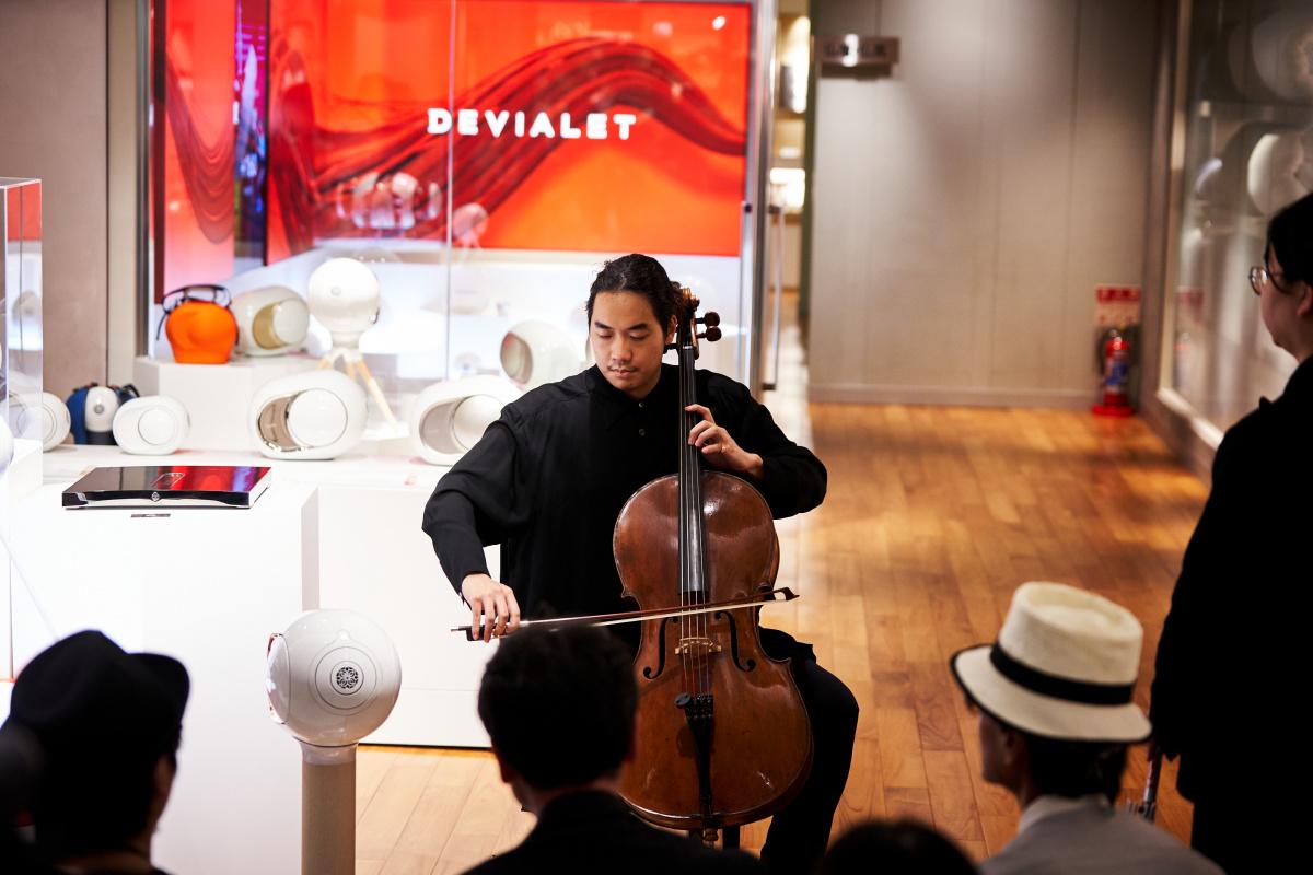 気鋭のチェロ奏者も驚いた、弦の震えまで響かせる再現力。フランス発オーディオ「デビアレ」を、伊勢丹新宿本館で体感しよう。