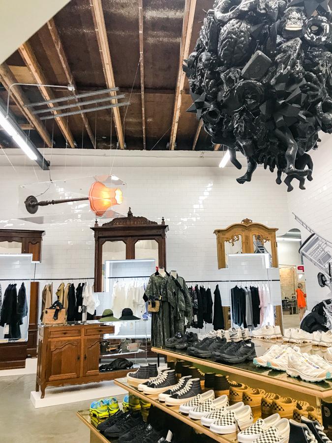 グラフィティな街とつながる、LAの「ドーバー ストリート マーケット」のカッコよさ!