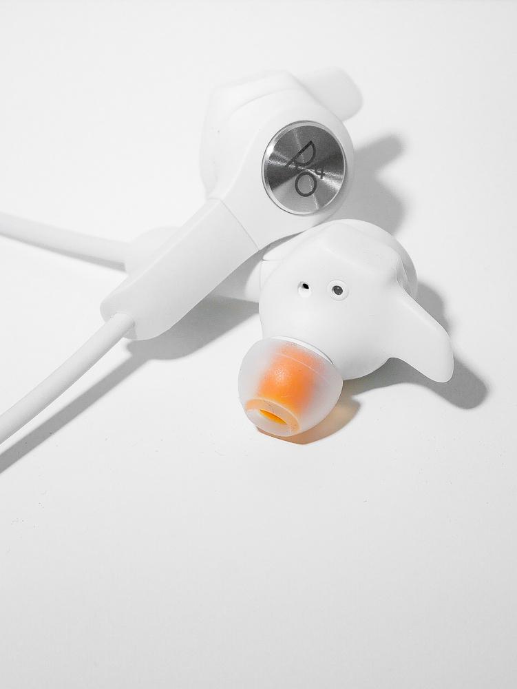 夏に向く防水仕様で真っ白!あの「バング&オルフセン」のイヤホン新型が6月に登場っ。