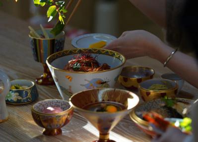 九谷焼のいまと未来を繫ぐギャラリーで、 伝統工芸の明日が見える『華鳥夢譚』展が開催中。