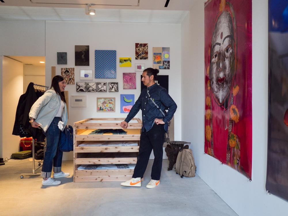 ダミアン・ハーストの一点もの「リーバイス」の展示の瞬間を目撃! わずか二日間で展示終了という……。