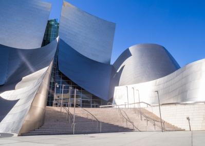 反射がまぶしすぎる!よくぞつくったシルバーメタルのスゴ技建築 in LA