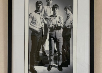 ビートルズが4人で写ったレアな広告写真⁉ 15年前にリバプールで偶然見つけた我が家の宝物。