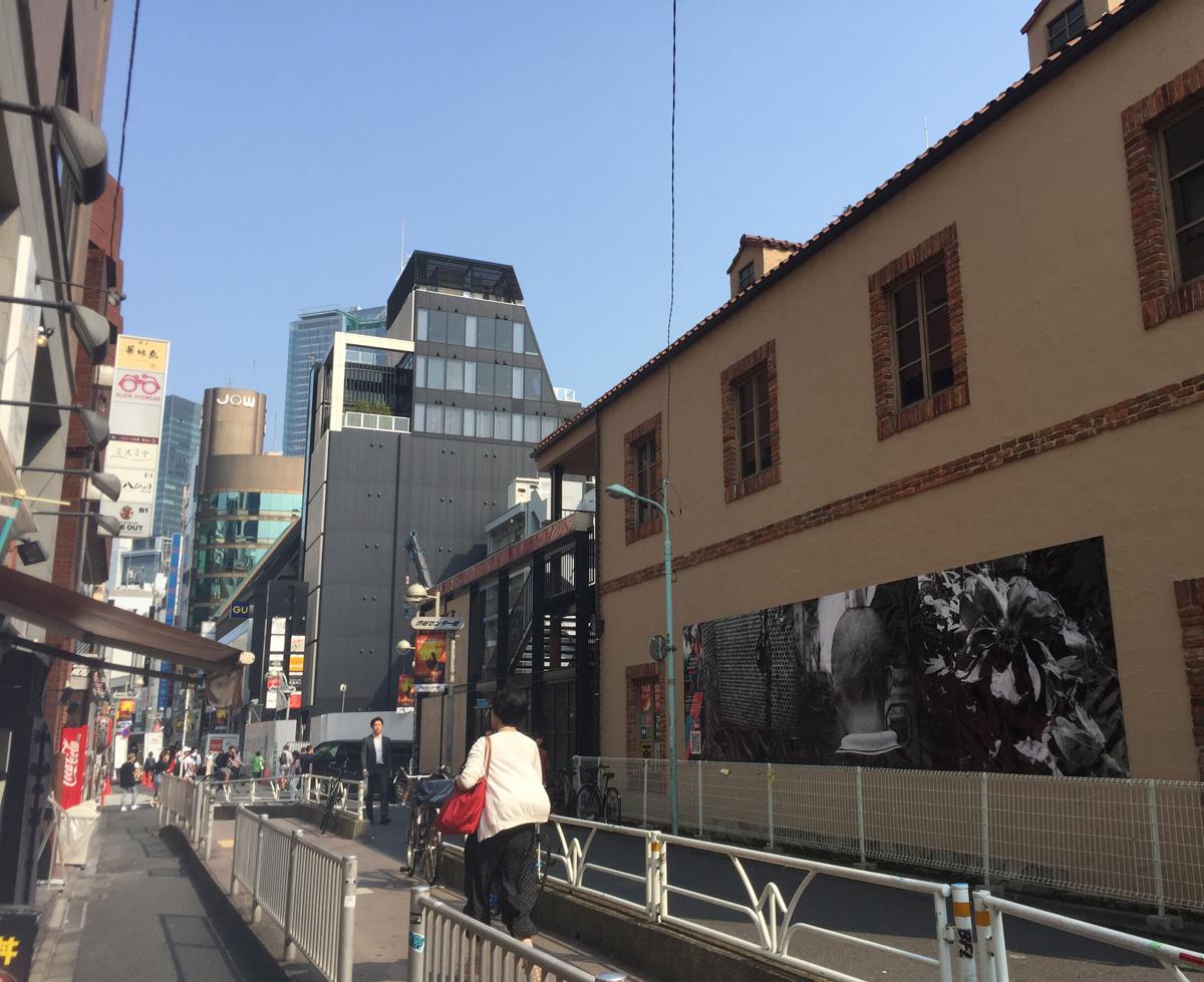 """森山大道、山田智和、若手クリエイターが切りとった、再開発が進む""""ラビリンス""""渋谷。"""
