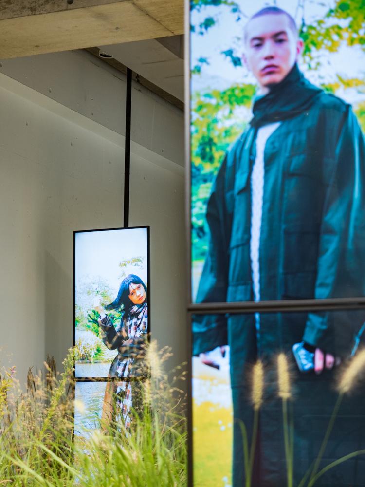 草木・待ち合わせ・アート・映像、そして「tac:tac」のファッション
