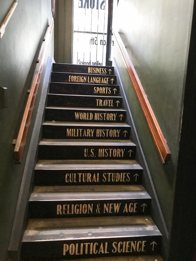 ここは通うわ!「世界の美しい本屋20選」のひとつは、カオスに満ちたアミューズメント空間。