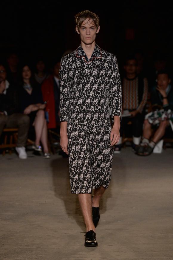 レスラー模様の刺繍で、 全身を覆ったスタイル。