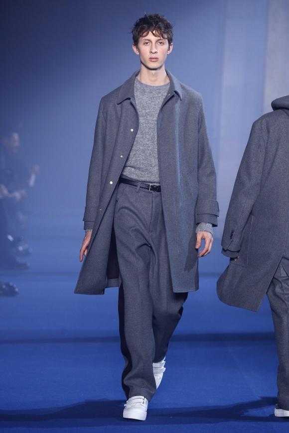 コートと同素材パンツの セットアップがたくさん。