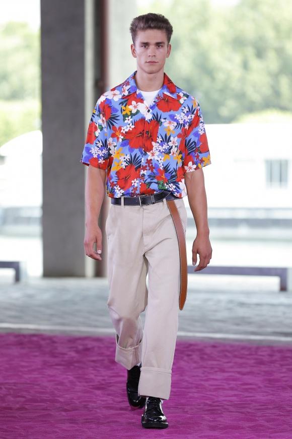 ハワイアンシャツは、 この春夏のマストアイテム