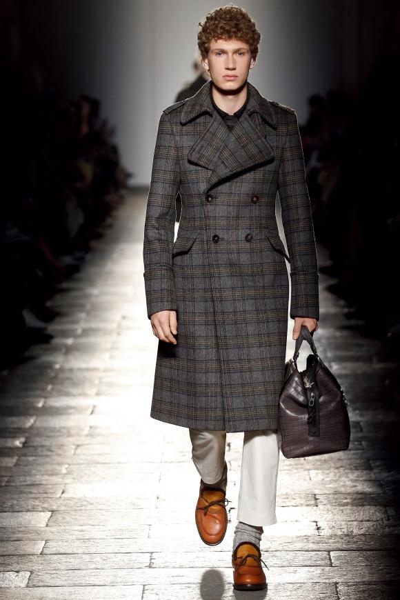 英国調の柄のコートが、 今季らしさを演出。