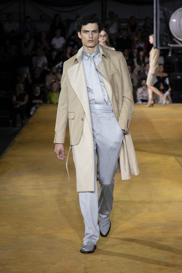コートにジャケットという、 変則的なレイヤード
