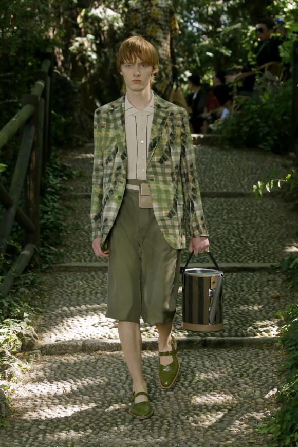 ジャケットスタイルも、 自然界と呼応する。