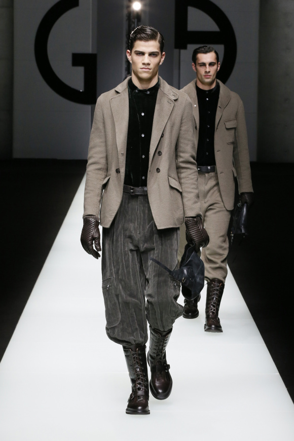 ジャケットと、ブーツインした ゆったりパンツのコーデ