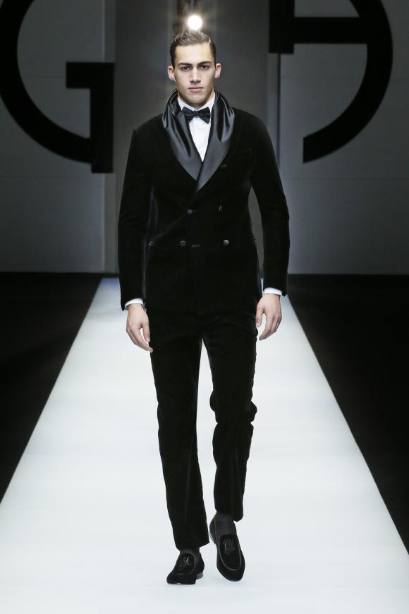 夜のフォーマルジャケットは、 襟のデザインがアクセント
