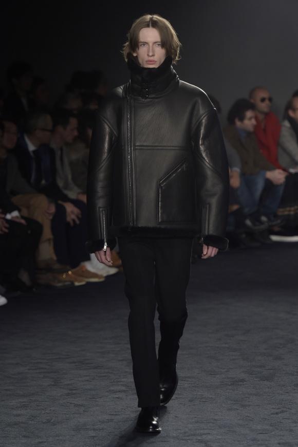 流行のシープスキンを使った、 ボリューミーなジャケット。