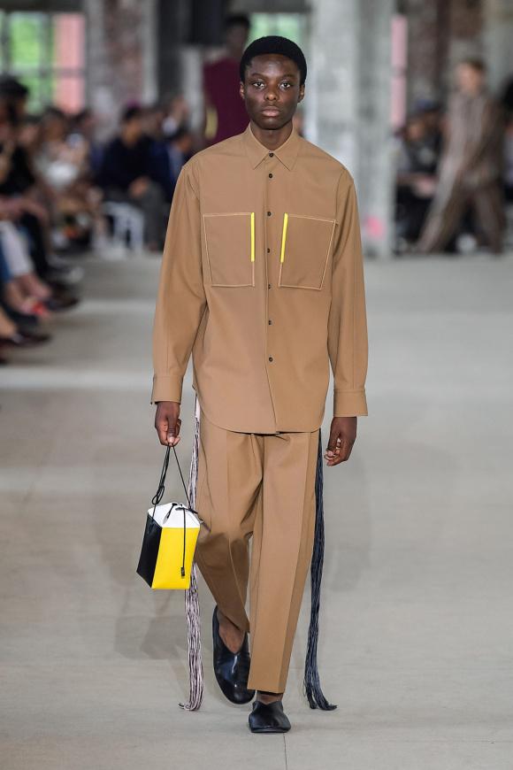 着こなしにも欠かせない、 新デザインのバッグ