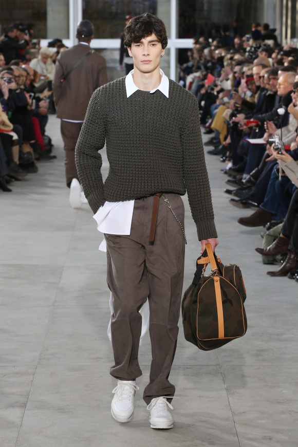 カモフラ柄のバッグは、 シュプリームとともに制作。