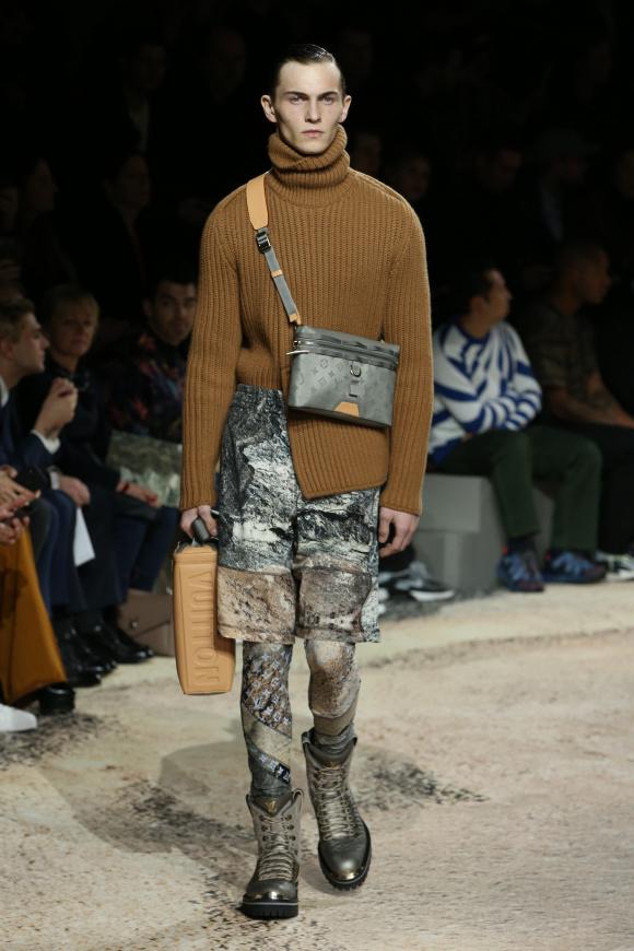 注目の新作バッグは、 「モノグラム・チタニウム」